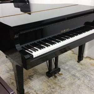 YAMAHA G1J Grand Piano Side
